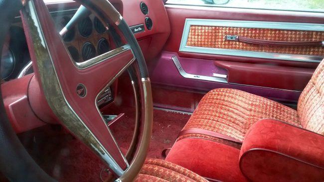 Custom cushion steering wheel